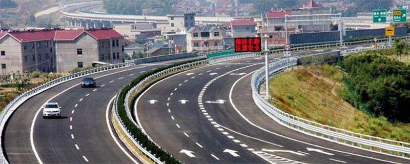 在高速上时速超过100公里跟车距离是多少,高速100公里跟车距离是多少