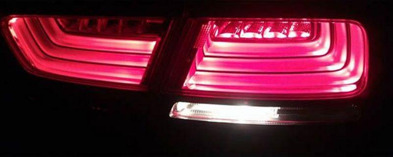 汽车倒车灯为什么只有一个亮
