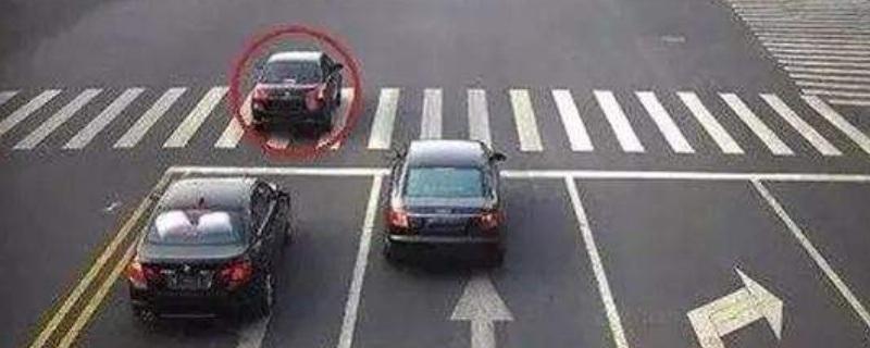 闯红灯是看后轮还是前轮