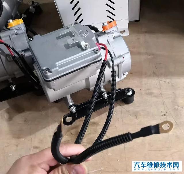 汽车空调压缩机为什么不用电机驱动达到省油的目的呢?