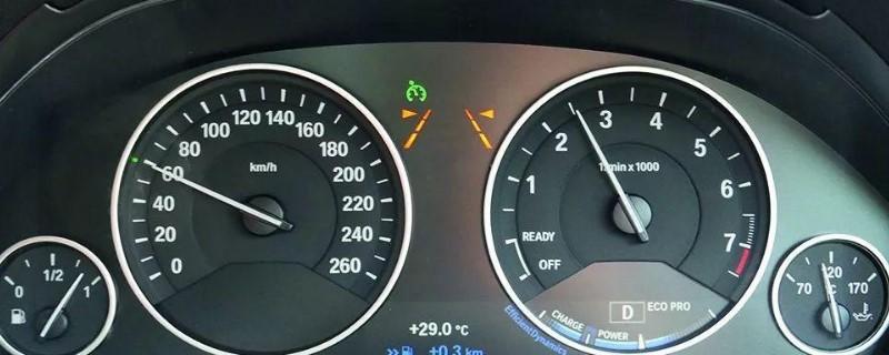 汽车仪表盘绿色钟的指示灯,车辆仪表盘绿色钟表的指示灯什么